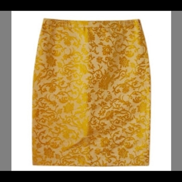 dfcf59e18 Banana Republic Skirts | Cream Gold Silk Brocade Skirt | Poshmark